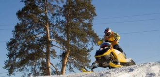 Ekstremaly. Competitions on snowmobile.